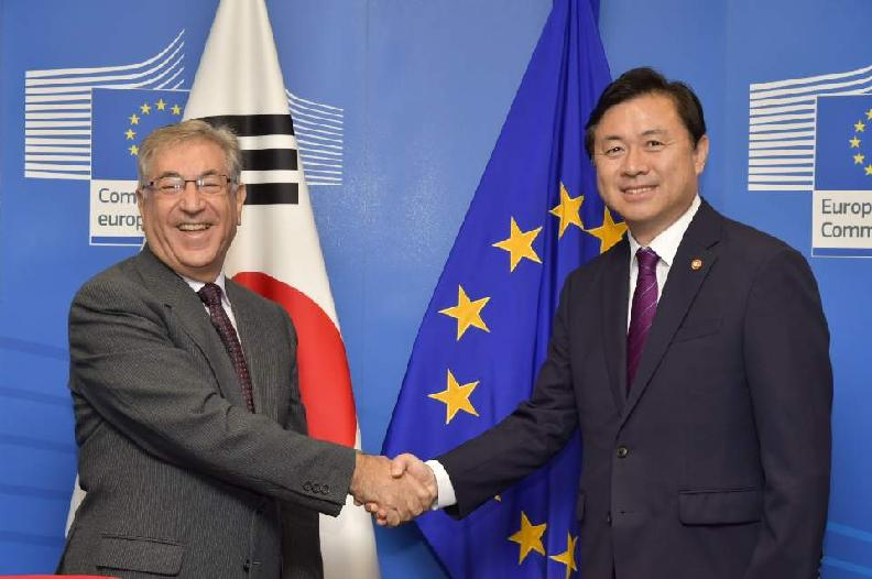 Signing Ceremony for Joint Statement between Korea and EU on Efforts to Combat IUU Fishing