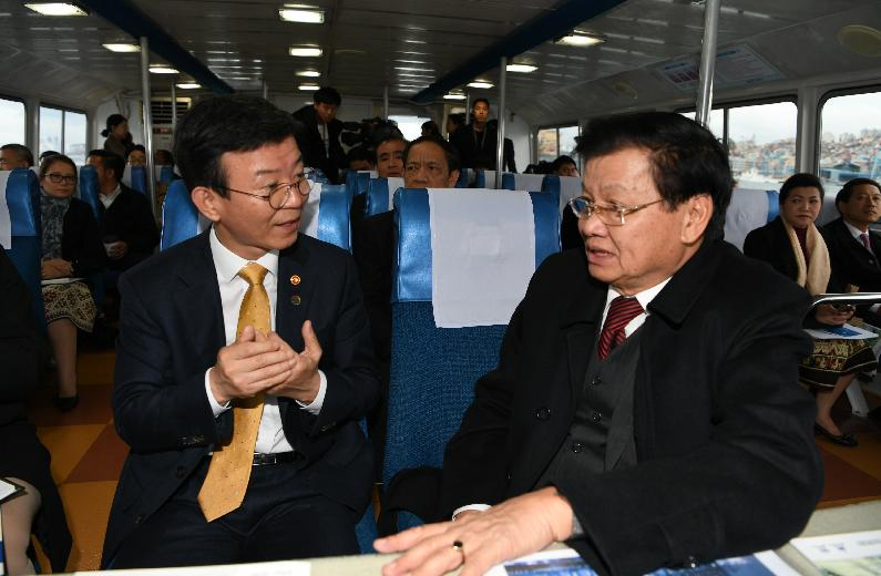 Joining Busan Port tour with Prime Minister of Laos